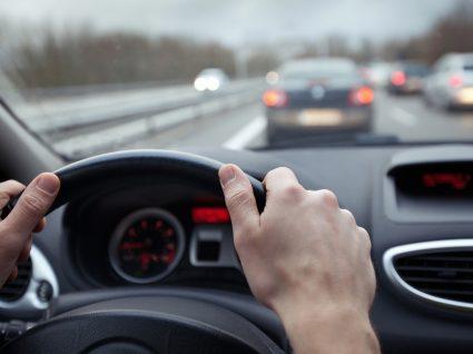 distância entre carros na estrada