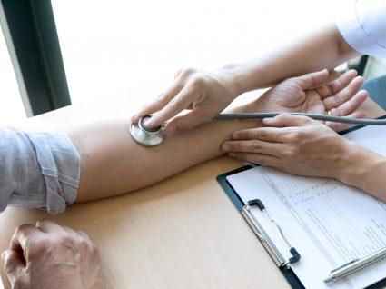 utente no médico para saber se pode sair de casa com baixa médica