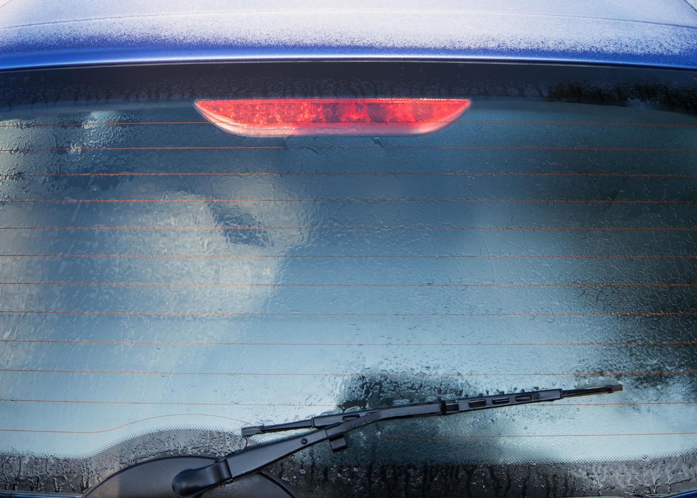 como evitar ter os vidros do carro embaciados no inverno
