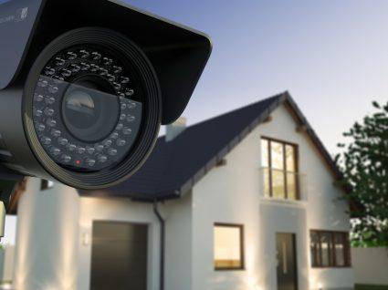 câmara de vigilância de uma casa