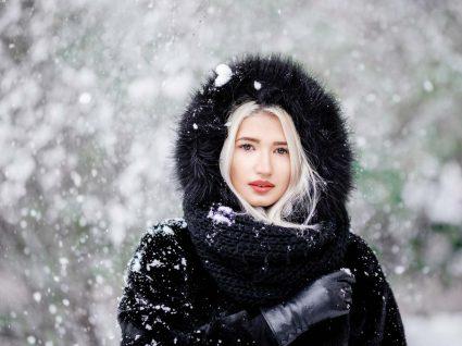 Mulher com casaco de pelo