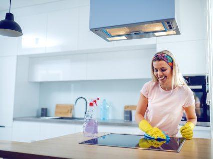 coisas que está a limpar mal na cozinha