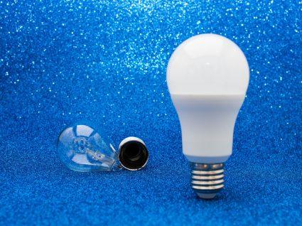 lâmpada led e lâmpada normal partida