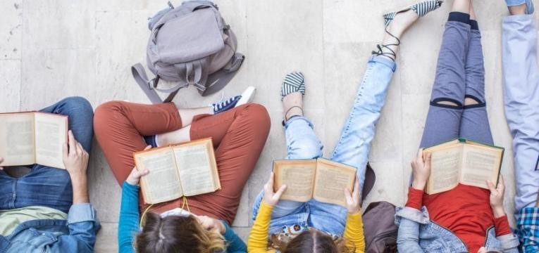 criancas a ler livros