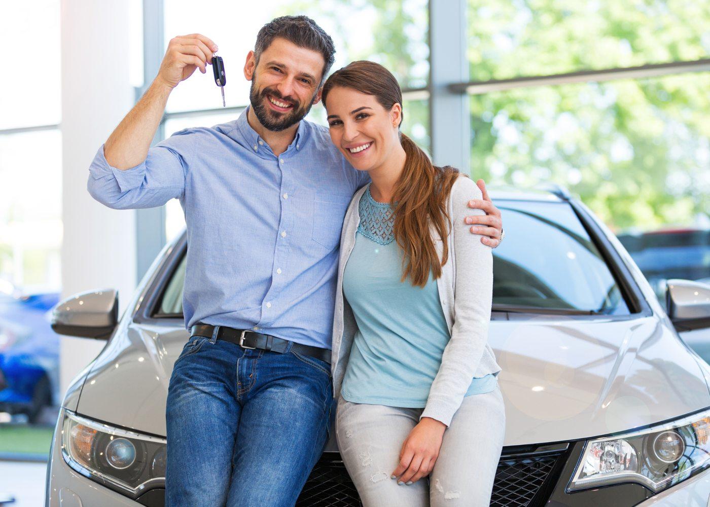 casal a comprar carro novo