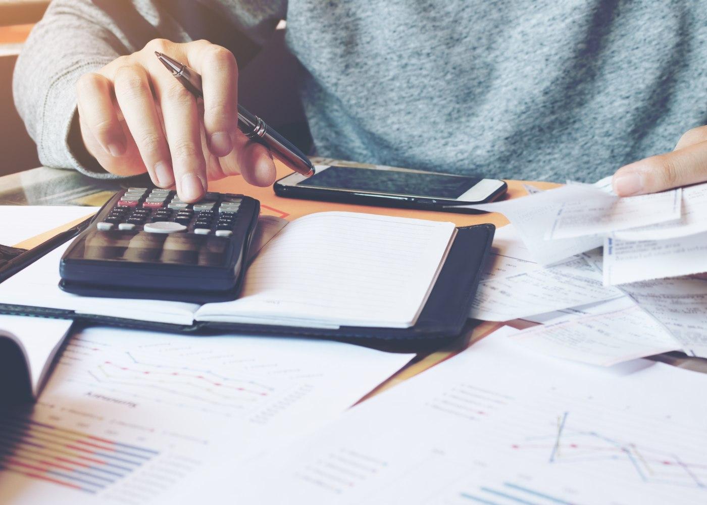 pessoa a calcular ajudas e custo