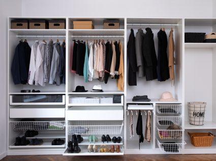 armário de roupa com muitas divisões