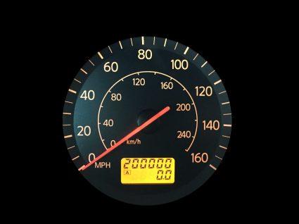 conta quilómetros a assinalar 200 mil km