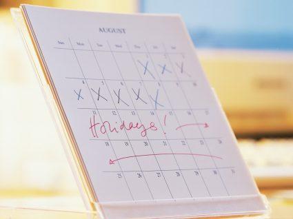 calendário com dias de férias anotados