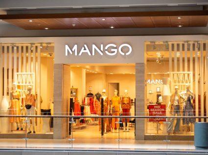 Loja com as carteiras da nova coleção da Mango