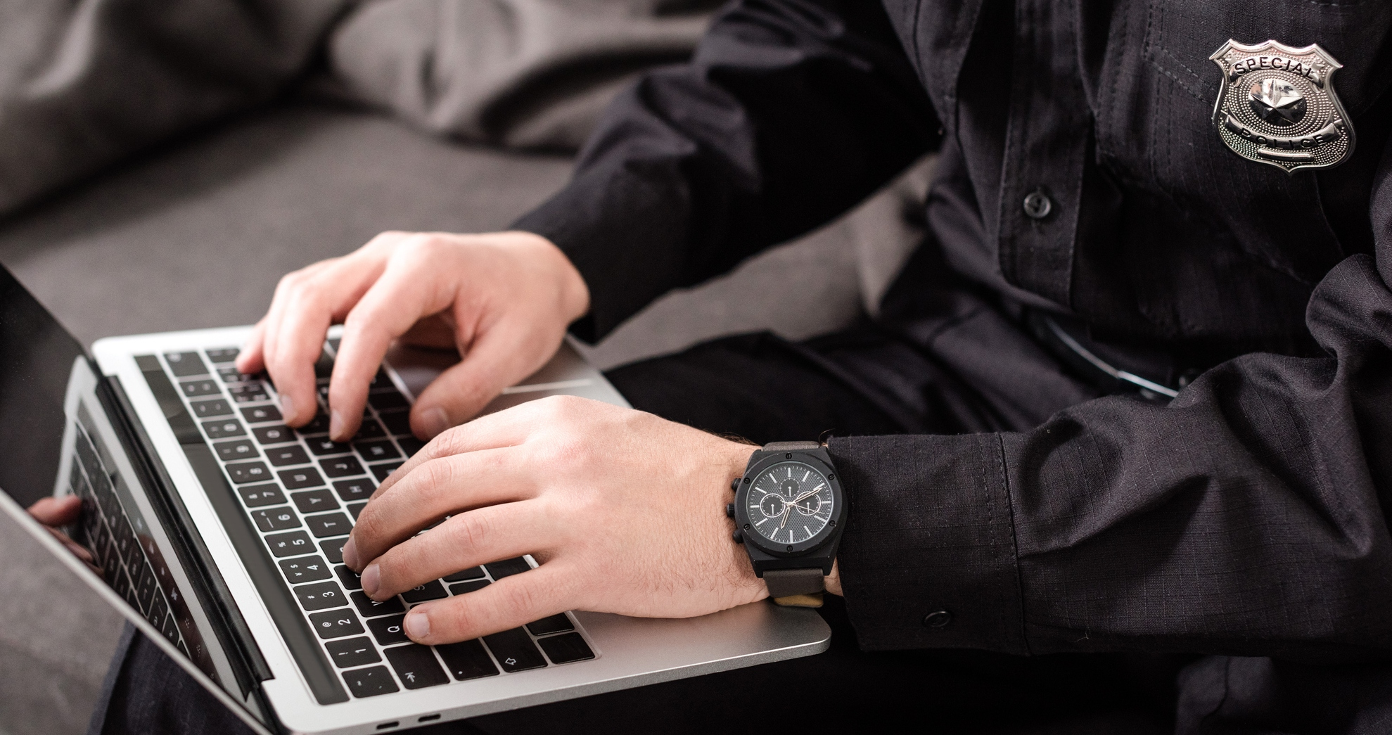 policia no computador