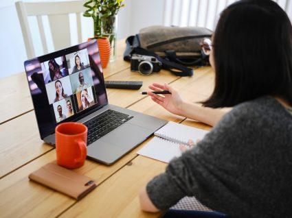 nómadas digitais a reunir online