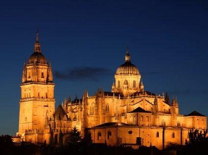 Vista noctura da catedral de Salamanca