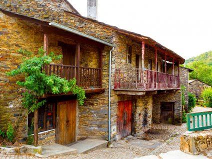 Casas em Rio de Onor no Parque de Montesinho