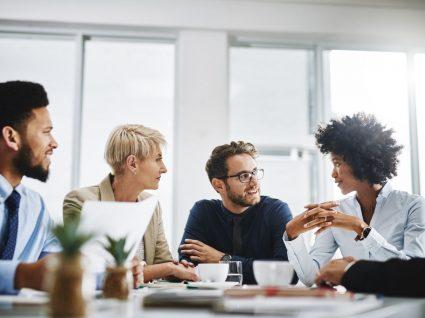 equipa a promover o relacionamento interpessoal no trabalho e a motivação profissional