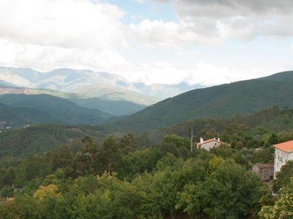 Aldeia das Dez: a aldeia miradouro da Serra do Açor