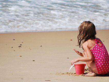 7 cuidados a ter com as crianças na praia: check-list obrigatória