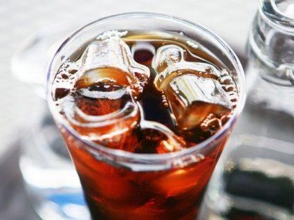 5 receitas de café gelado para um verão com muito gelo e cafeína