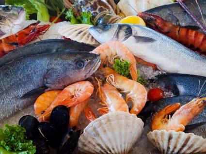 Como escolher peixe fresco para refeições com cheiro a mar