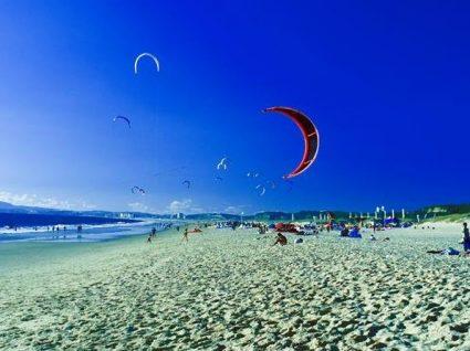 Costa da Caparica: a praia citadina que é um dos tops nacionais