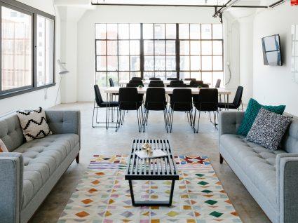 As 5 regras de ouro para saber como dispor os sofás na sala