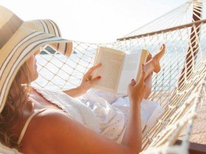Os 6 melhores livros para ler na praia este verão