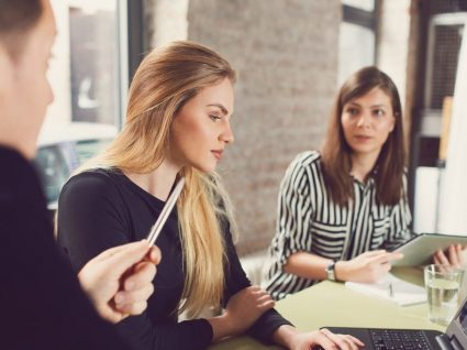 Mulheres ganham menos do que homens em todas as profissões na Europa