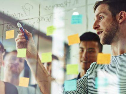 Crítica construtiva no trabalho: 3 dicas que deve ter em atenção