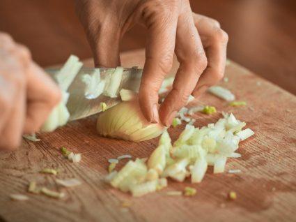 Como tirar cheiro de cebola das mãos? Todos os truques e dicas
