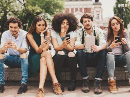 Phubbing: o vício do telemóvel está a arruinar as suas relações