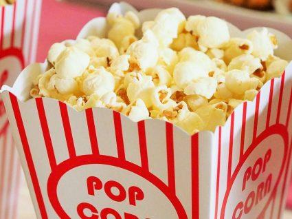 É fã da pipoca de cinema? Há 5 receitas tão boas para comer em casa