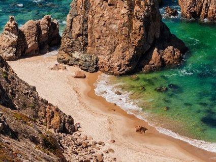 As 10 praias escondidas de Norte a Sul de Portugal que precisa descobrir