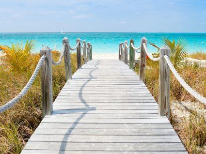 Conheça as 10 praias mais impressionantes do mundo