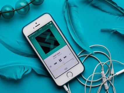 5 truques dos fones do iPhone que o vão surpreender