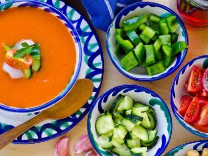 5 sopas frias deliciosas para comer em qualquer lugar e a qualquer hora