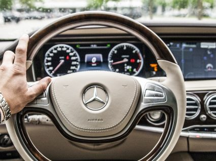Mercedes Benz continua a recrutar para hub em Portugal