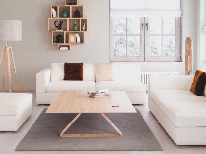 Saiba como limpar sofá branco e nunca o deixar encardido
