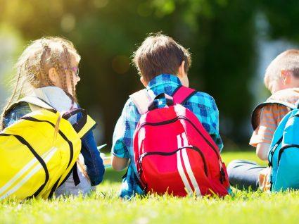 O seu filho leva a mochila pesada? Reduza o peso com estas dicas