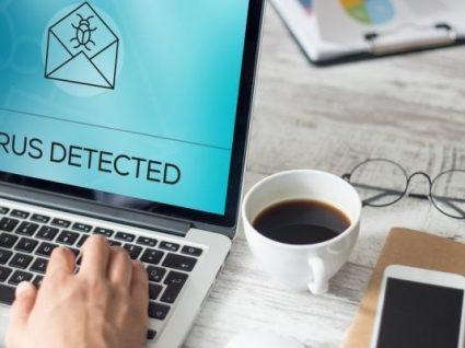 Mais conectados e mais vulneráveis, alerta especialista e professor de hackers