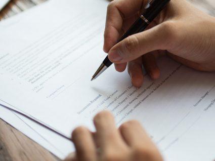 Erros comuns no contrato de trabalho: o que saber antes e ao assinar