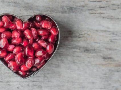 5 receitas com romã que provam como este fruto é tão variado