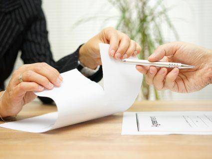 pessoa a assinar contrato