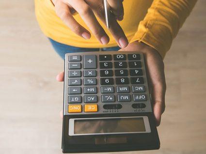 Como reduzir pequenas despesas que pesam muito no orçamento familiar