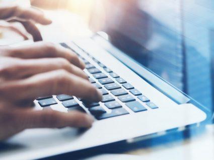 Ofertas de emprego fraudulentas online: como reconhecer e evitar