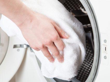 Com que frequência e como deve lavar as toalhas? Saiba a resposta