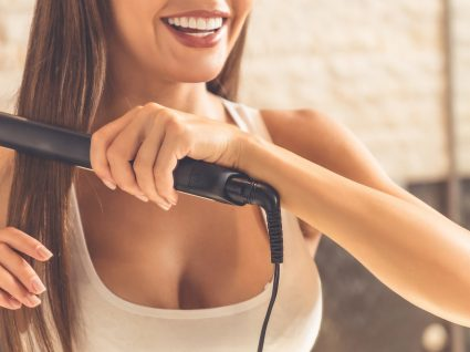 7 erros ao esticar o cabelo que tem de evitar a todo o custo