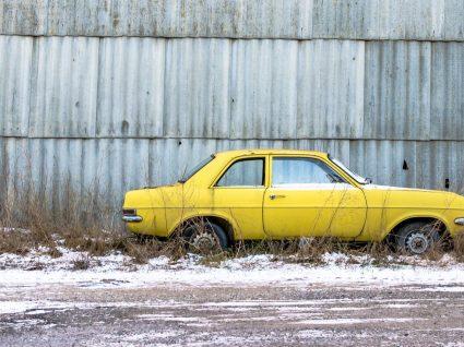 Um carro matriculado, mas que não circula, tem de ter seguro? Entenda