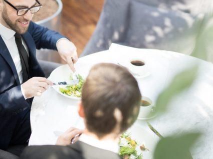 Almoço de negócios: 10 dicas para ser bem sucedido