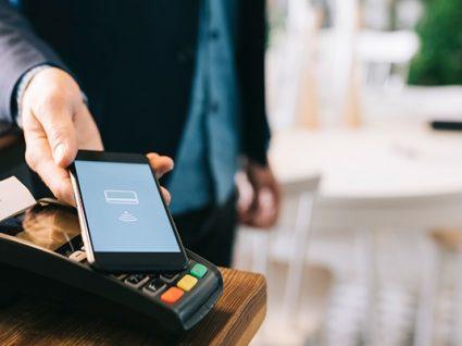 Pagar com telemóvel: vantagens e desvantagens da nova tendência
