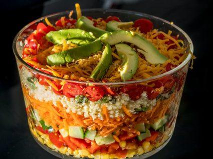 Conhece a salada 7 camadas ? Aprenda a fazê-la!